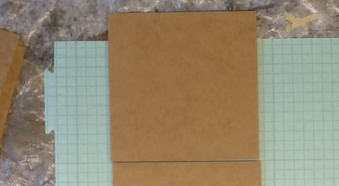 Mit einer der 15cm x 15cm MDF-Platten wollte ich das Modul aufsetzen.