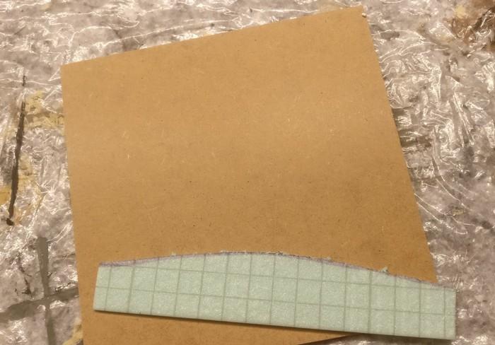 Der 2cm breite Grasstreifen am Rand des Moduls wird aus Trittschalldämmung (2mm dick) gefertigt.