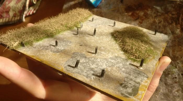 Das Gras wurde noch mit Revell Aquacolor 36189 Beige winterlich fahl eingefärbt. Hier das Resultat.
