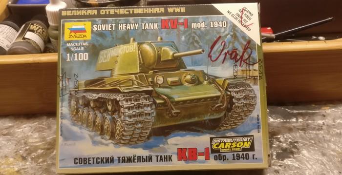 Die Schachtel des Bausatzes des Soviet Heavy Tank (6190) von Zvezda.