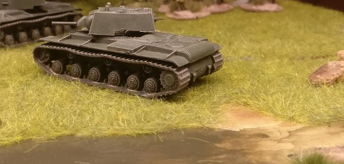 Zvezda KV-1 Soviet Heavy Tank (6190)
