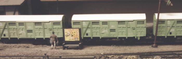 Mehrere Roco 46440 Verschlagwagen Hes 016 der SNCF in mintgrün