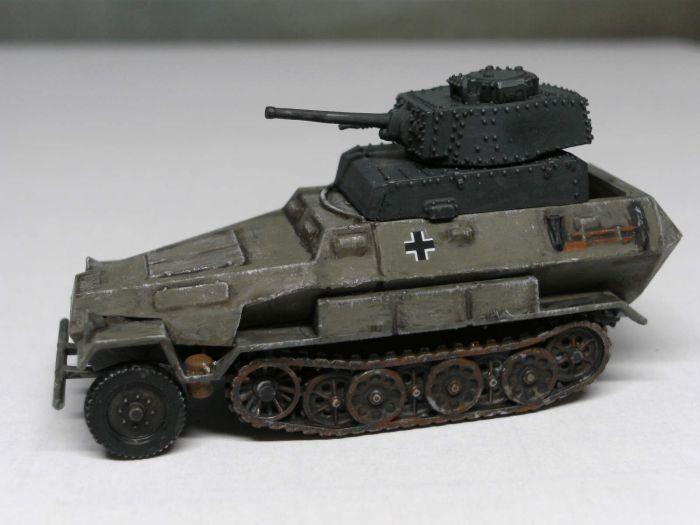 Der PzKpfw. 38 (t) Panzerturm passt nicht so ganz auf das Zvezda Sd.Kfz. 251/1.