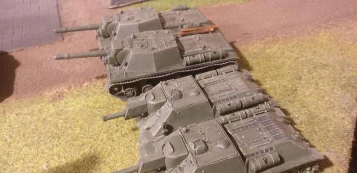 Gassigehen in Eisenstadt für zwei SU-152 und zwei Schwarzkittel SU-122