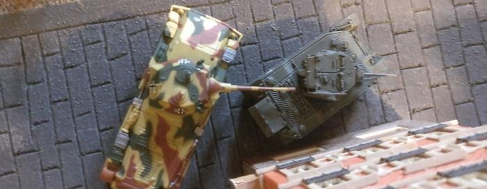 Die Recce-Option von Battlegroup führte zu kurzweiligen Spielsituationen, wie dieser hier. Der Sd.Kfz. 234/2 Puma hinter dem M5 Stuart.