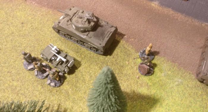 Das FHQ, der Sniper und das Trupp auf dem Jeep.