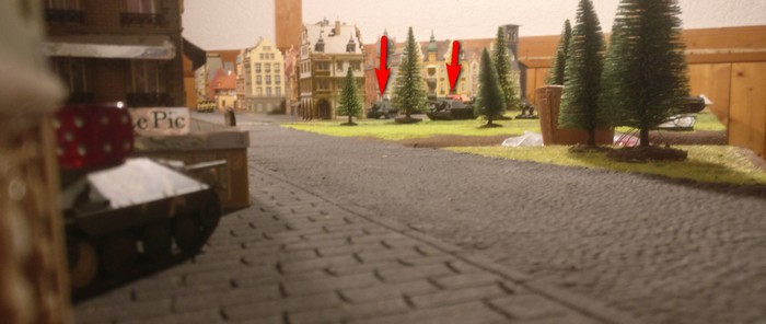 Der Kommandant des Hetzer beobachtet die beiden SU-152 am Stadtrand.
