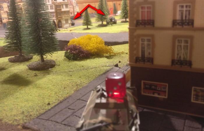 Auch dieser Hetzer beobachtet die beiden SU-152