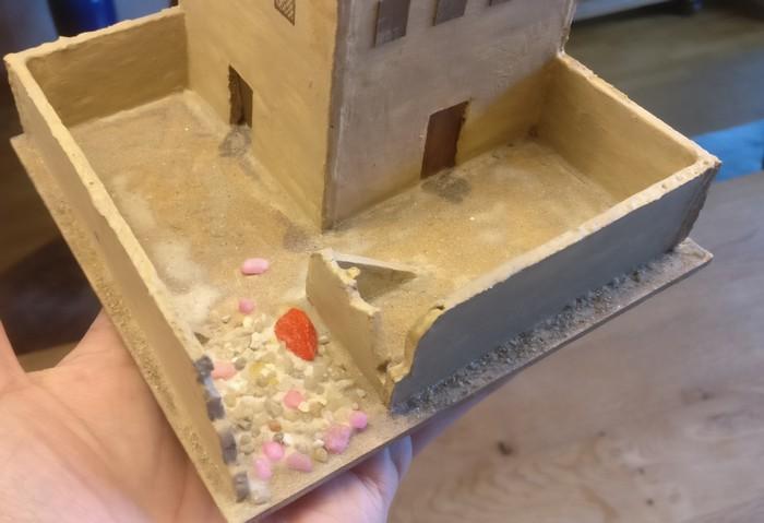 Nach dem Trocknen wird überschüssiges Material entfernt.