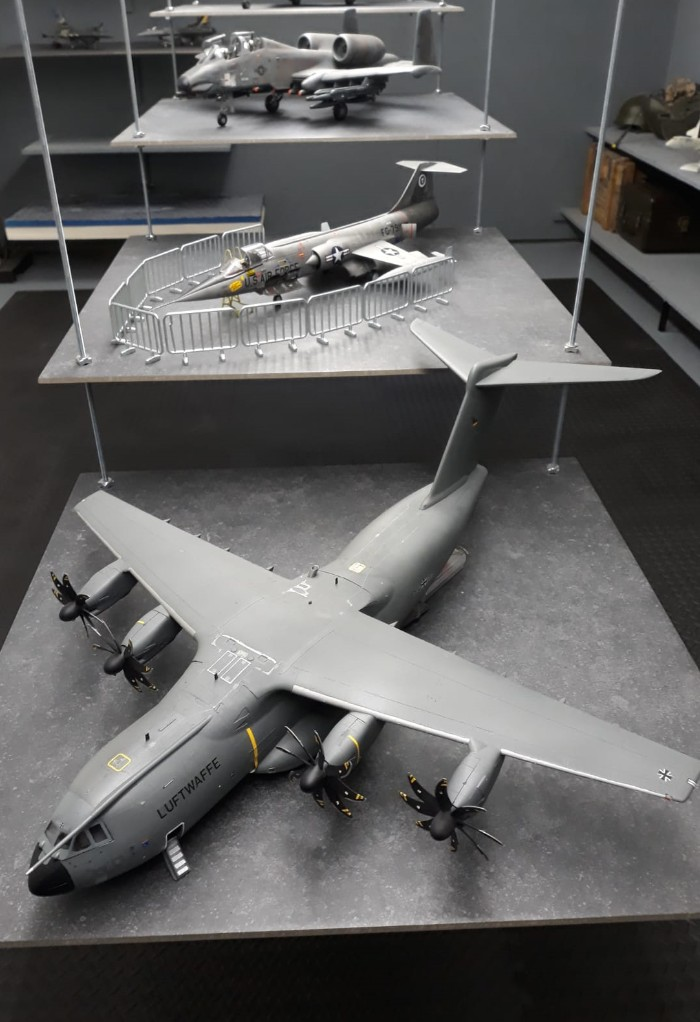Der Catwalk der Nilkheim Airshow. Flotte Flieger satt statt Flotten Mädels und vom Feinsten.