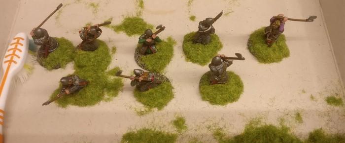 Hier die fertig bemalten Bases der Warägergarde - bereits mit angepflanztem Gras. Dieser Bewuchs ist bei meiner SAGA-Armee der Byzantiner Standard.