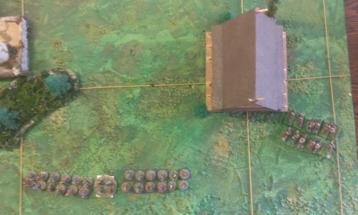 Die drei Einheiten Veteranen der Fürsten des Ostens versuchen rechts des Langhauses die Wikinger zu umgehen.