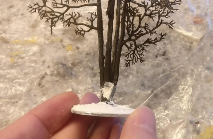Hier der Tupfer Strukturpaste auf dem verschlossenen Loch im Detail.