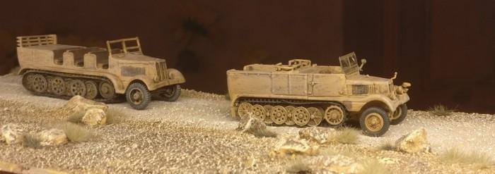 Der Sd.Kfz. 9 Famo und der DeAgostini Sd.Kfz. 11 auf der Rollbahn.