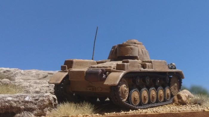Ein Panzer II der leichten Kompanie des Panzerregiment 8 auf dem Ruweisat-Rücken.