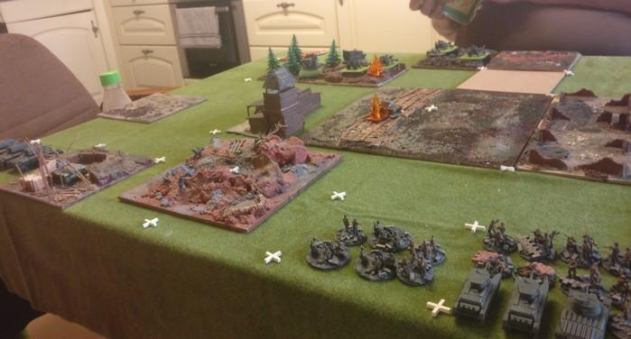 Linker Flügel der Roten Armee: die drei KV-I setzen zum Angriff auf die Stellung der Acht-Acht und der FH 18 an.