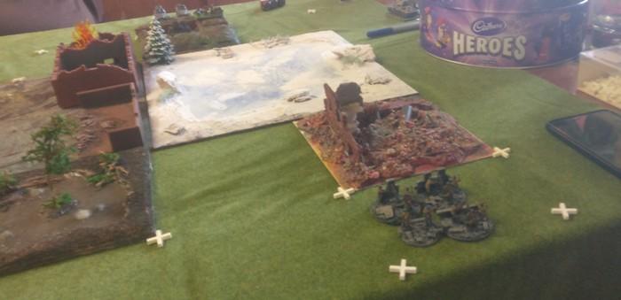 """Rechte Flanke der Roten Armee: das Mortar Platoon hat die Aufgabe, die Gebäude in Plattenmitte """"feindfrei"""" zu halten."""