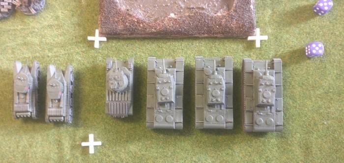 Die unterstützenden Panzer der 10. NKWD-Division.