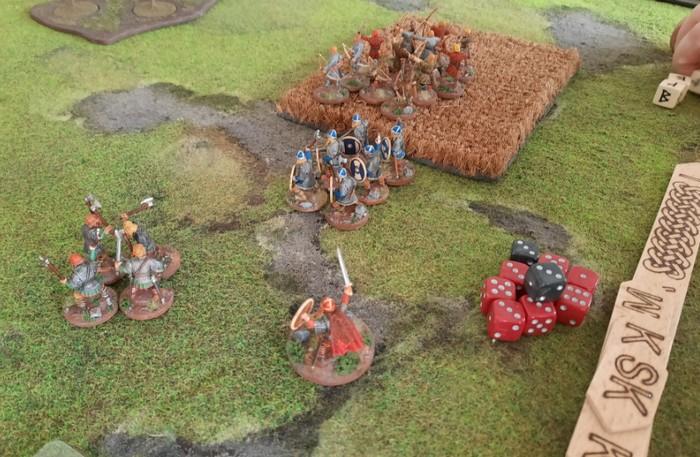 Ein Kriegsherr treibt seine Truppen an.
