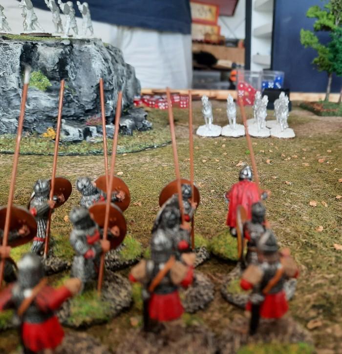 Die stürmischen Bauern erwarten den Gegner: Marks berittene Krieger preschen heran.