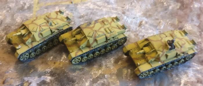 Die drei StuG III Ausf. B vom Bestellonkel in der bisherigen lackierung Dunkelgelb/Braun.