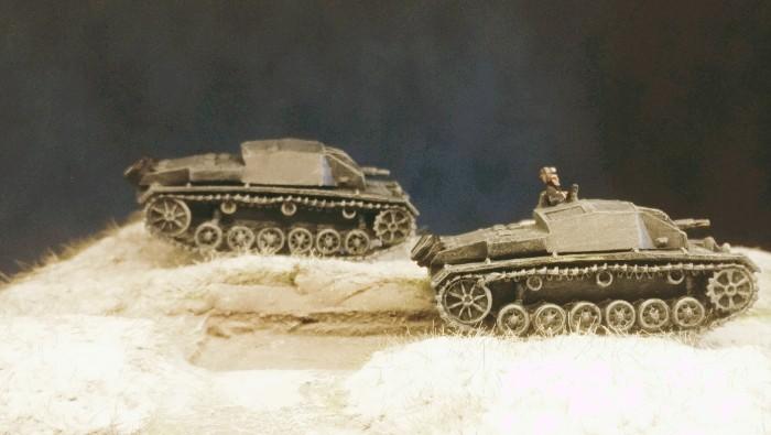 Schneefall setzte ein. Zwei der drei StuG III Ausf. B des III./Pz.Rgt.36 der 14. Pz.Div.  beim Einsatz in Stalingrad.