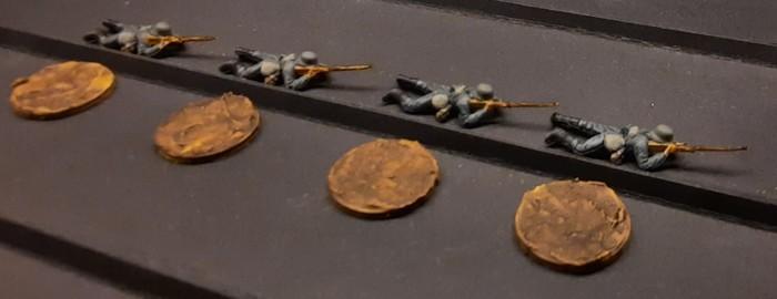 Vier der liegenden Schützen der Steppenkrieger des Grenadier-Regiment 57