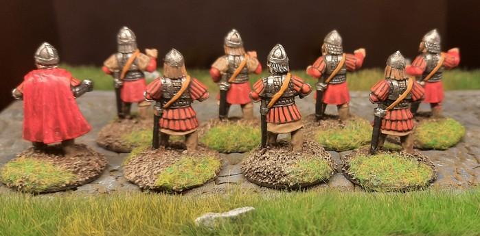 Acht Mann der Byzantiner nach dem Basen und Bemalen der Figuren.