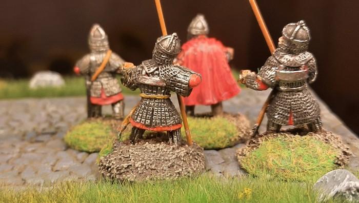 Weitere vier Mann der Byzantiner nach dem Basen und Bemalen der Figuren.