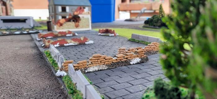In Eisenstadt wird es dann schon städtischer. Sandsackstellungen deuten auf Schanzarbeiten hin.