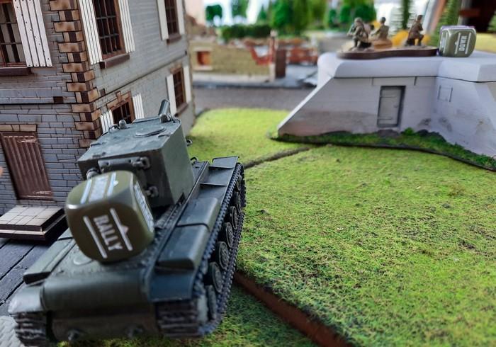 Der KV-II im Ambush hinterm Haus.