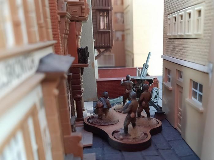 Das zweite Geschütz ist in der Stadt in Stellung gegangen.