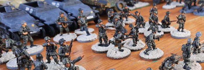 Deutsche Panzergrenadiere vor dem Angriff bei Battlegroup Kursk,