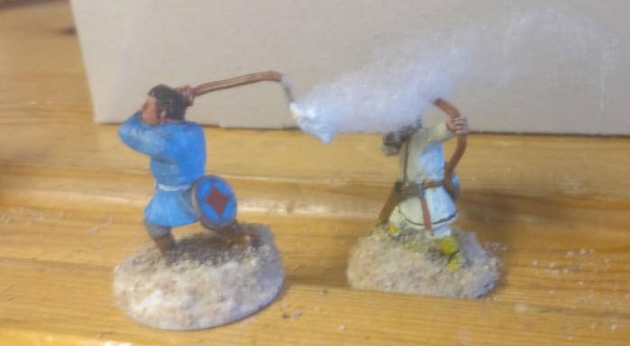 Einer der Feuerwerfer-Anwärter in der Ausbildung. Das Feuer wird durch einen Tupfen Strukturpaste auf der Schlinge dargestellt, in welchen Watte zur Darstellung von Rauch eingedrückt wird.