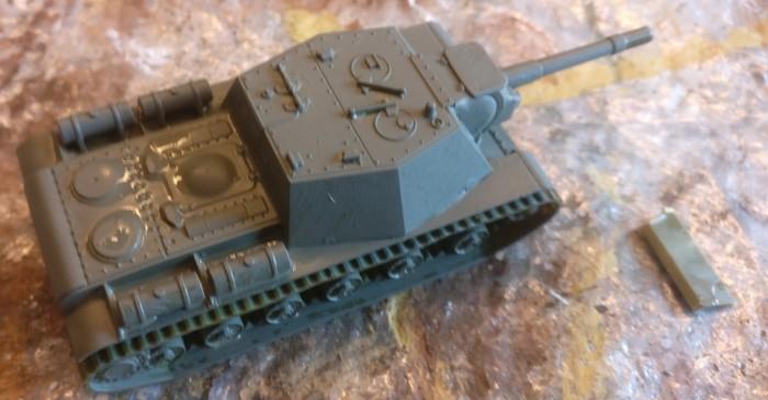 Das SU-152 nach der Grundierung mit Graugrün.