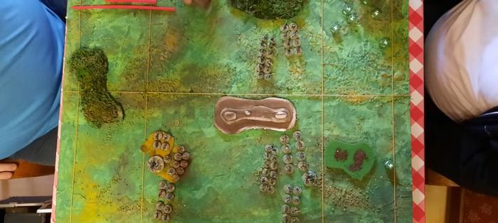 """Das Spielfeld für die SAGA-6-Punkte-Partie """"Wikinger (links) vs. Angelsachsen (rechts)"""""""
