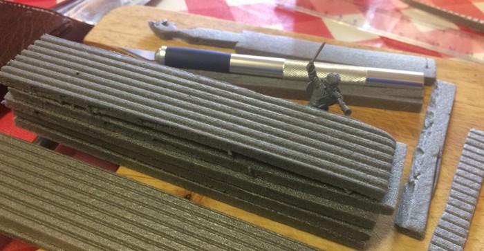 Rohmaterial: Bahnen aus Trittschalldämmung im Rohzustand. XENA fertigt gleich Reet-Bahnen daraus.