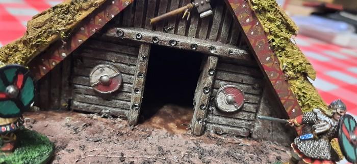 Der Eingang des Grubenhauses der Wikinger.