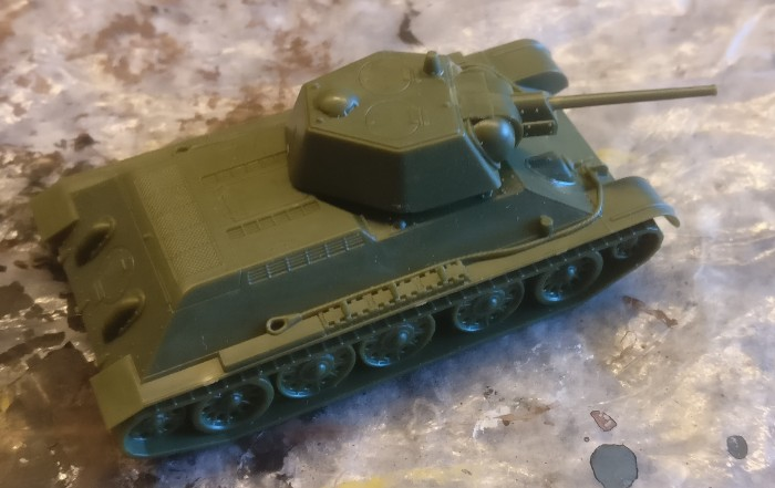 So kam der Zvezda 6159 T-34/76 obr 1943 von XENA bei mir an.