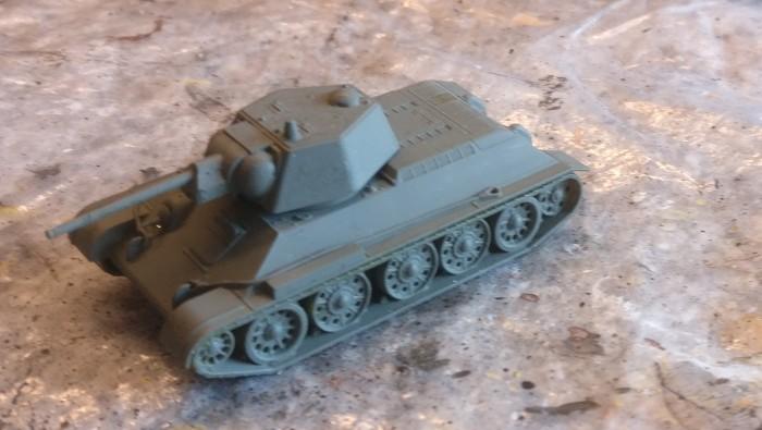Der Zvezda 6159 T-34/76 obr 1943 nach der Grundierung.