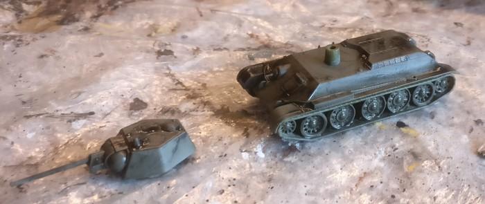 Der Zvezda 6159 T-34/76 obr 1943 nach Auftrag des Black Wash.