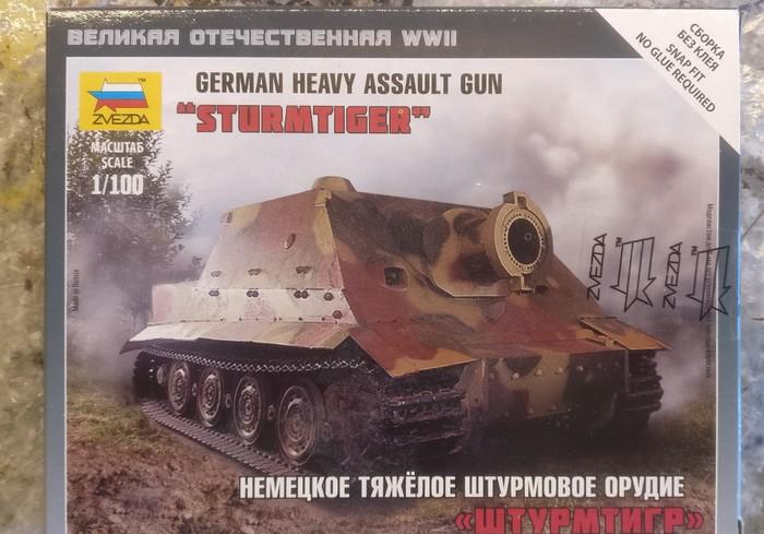 Das ist er, der Zvezda 6205 Sturmtiger (1:100) Heavy Assault Gun
