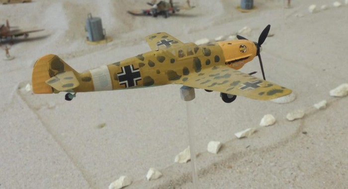 Eine Messerschmidt Bf 109 über dem Flughafen von Tobruk im Battlegroup Szenario