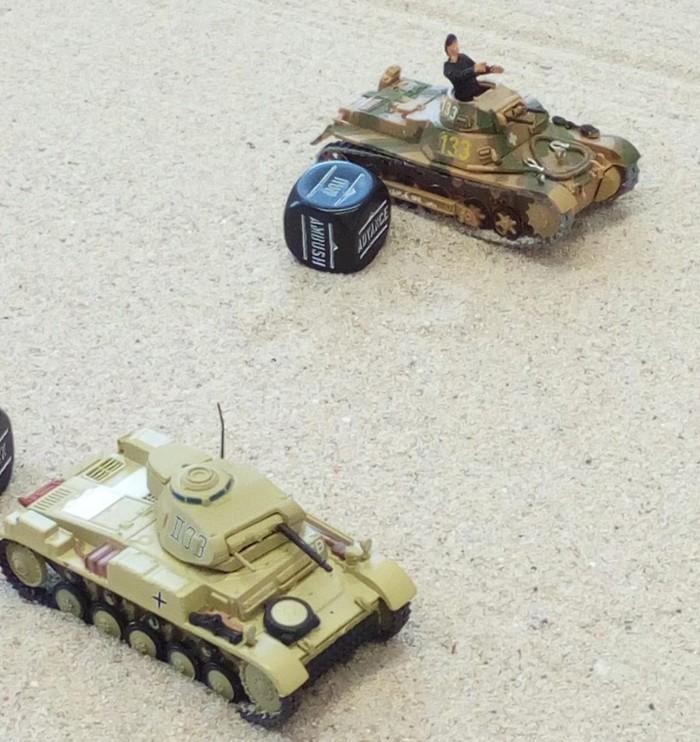 Ein Panzer I und ein Panzer II auf dem Flugfeld des Flughafens Tobruk.
