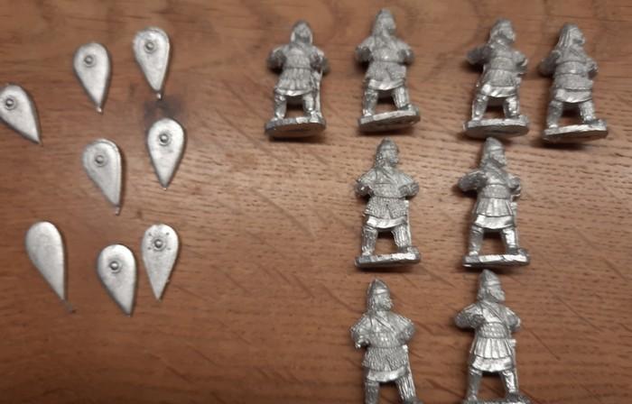 Mal ausgepackt: Skutatoi und Schilde von Crusader Miniatures.