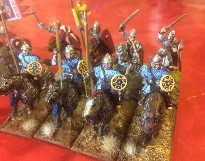 Attacke! Die Kataphrakten der Byzantiner gehen vor.