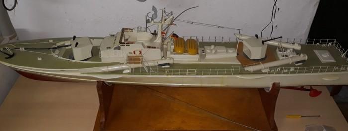 Das deutsche Schnellboot S573 der Jaguar-Klasse, wie es aus der Bucht in Nilkheim ankam.