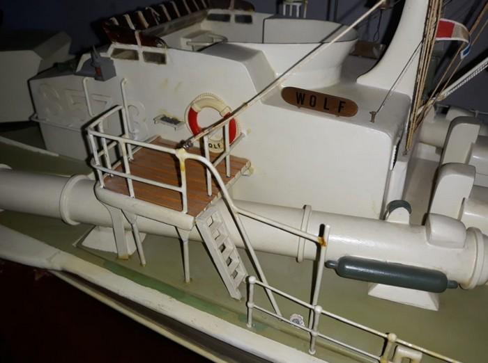 Die Kommandobrücke des deutschen Schnellboots der Jaguar-Klasse S573.