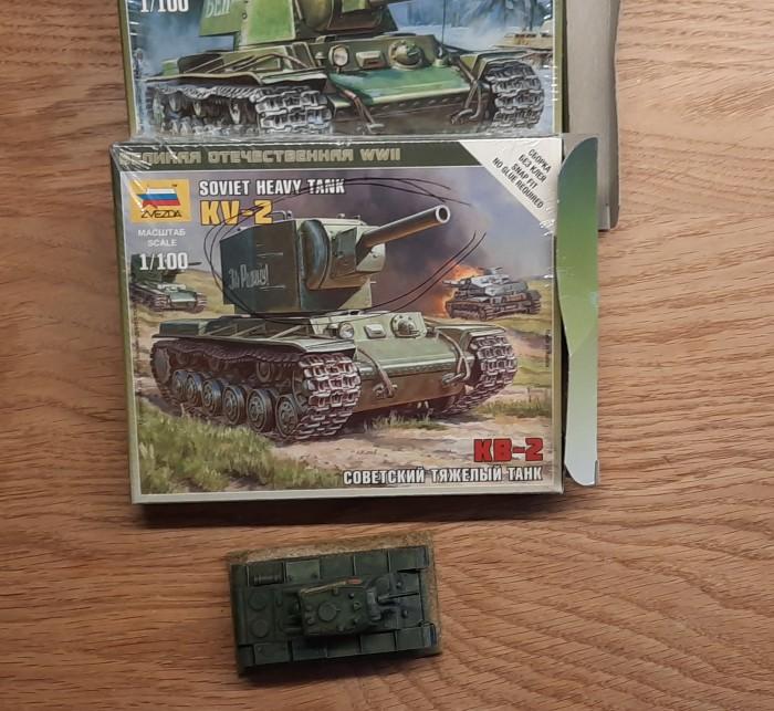 Ein wenig KV-I und KV-II von Zvezda.