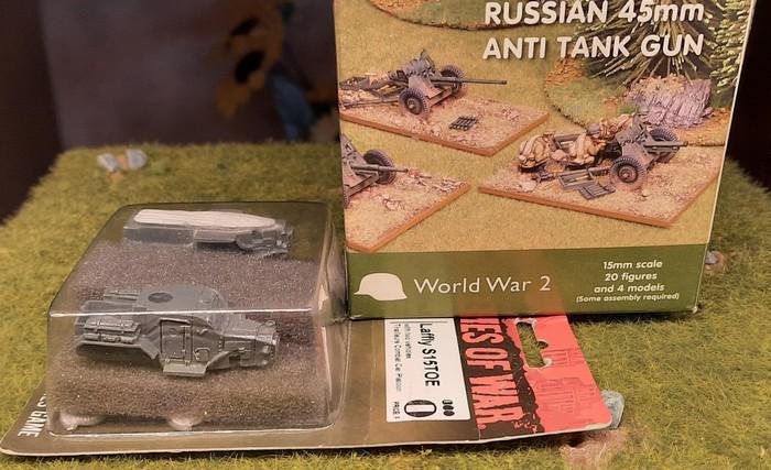 Russische Paks und zwei französische Laffly S15TOE von Flames of War